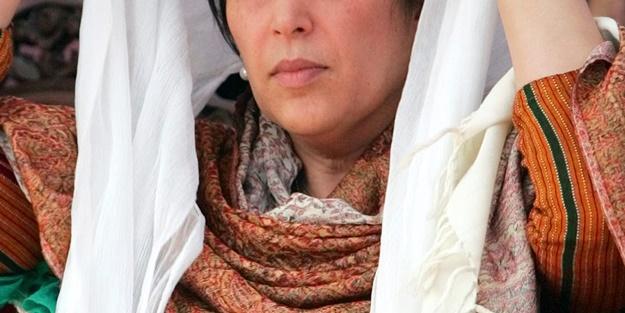 Tarihin ilk Müslüman kadın başbakanı kimdir?