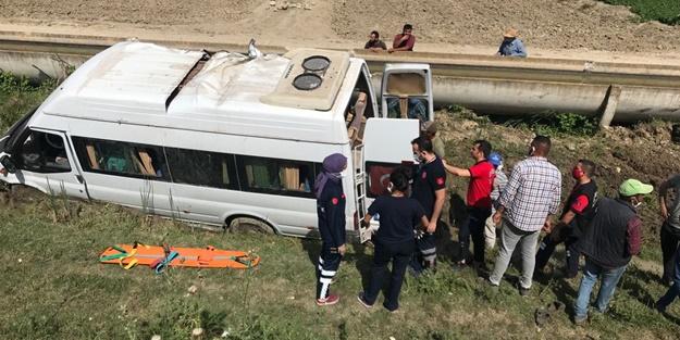Tarım işçilerini taşıyan minibüs şarampole devrildi: Yaralılar var