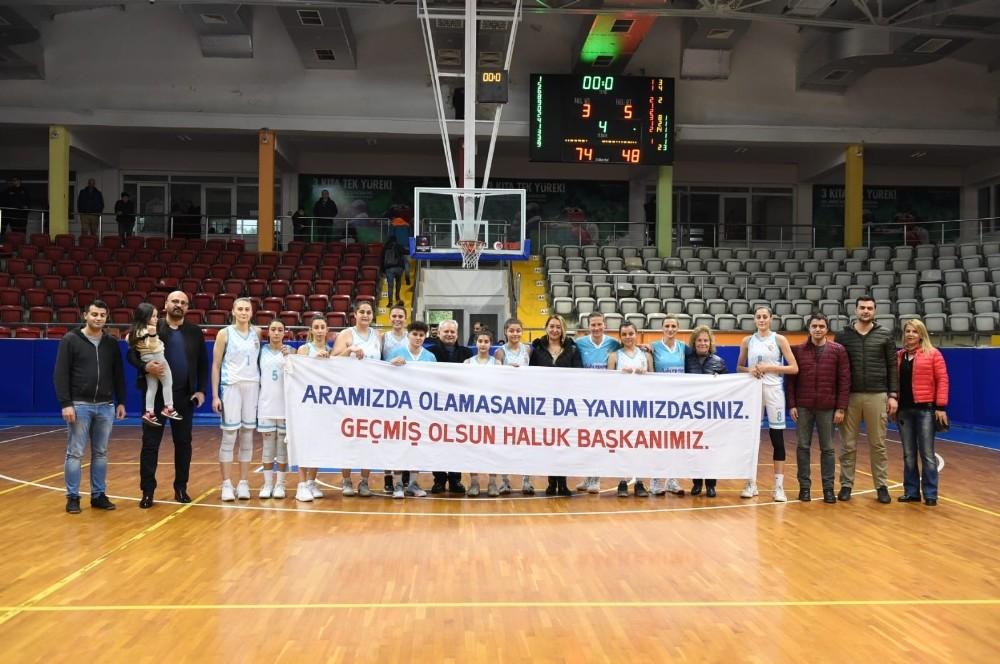 Tarsus'un perileri, Başkan Bozdoğan için pankart açtı