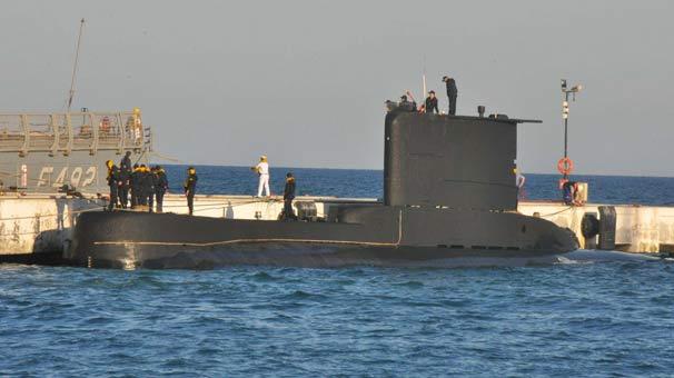 Tatbikata katılan askeri gemiler Kuşadası'nda