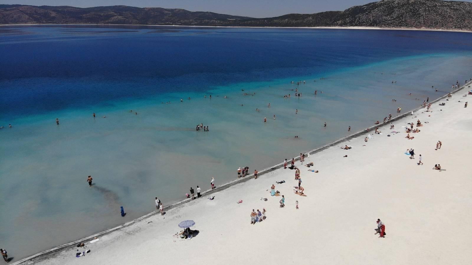 Tatilde Salda Gölü'ne turist akını yaşandı