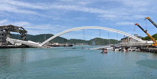 Ülke şokta! Köprü çöktü: 10 yaralı 5 kayıp