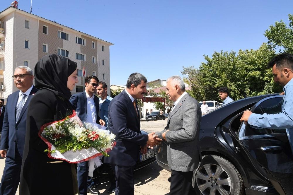 TBMM Eski Başkanı Yıldırım'dan Muş Belediyesi'ne Ziyaret