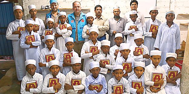 TDV 5 bin Kur'an-ı Kerim dağıttı