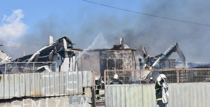 Tekirdağ'da kozmetik fabrikasında yangın çıktı