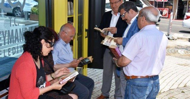 Tekirdağ'da otobüs durağında kütüphane hizmeti