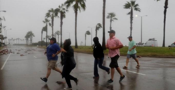 Teksas'da 'Harvey' alarmı: OHAL ilan edildi, marketler boşaldı