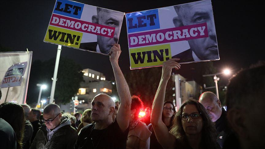 Tel Aviv'deki gösteride Netanyahu'nun istifası istendi