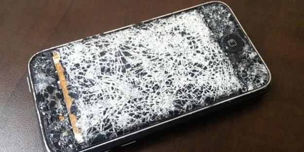 Telefonun kırık ekranı kaç TL'ye yapılır?