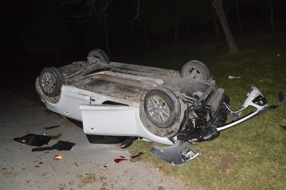 TEM Bağlantı yolunda otomobil önce ticari taksiye çarptı ardından takla attı