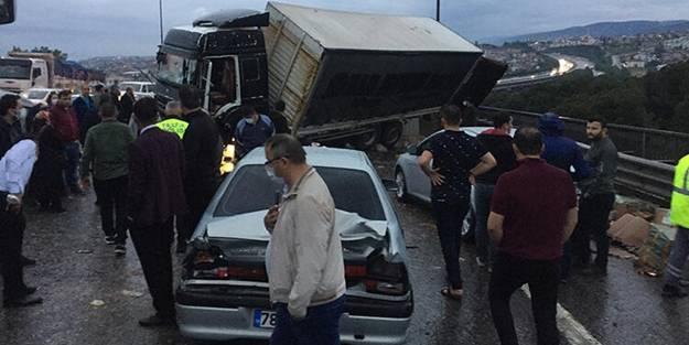 TEM'de feci kaza! 24 araç birbirine girdi