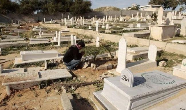 Terör devleti İsrail, Müslüman mezarlarını yıktı geçti!