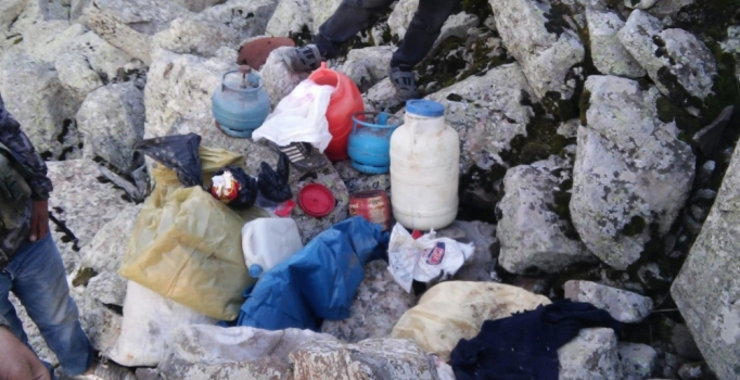 Terör örgütü PKK sığınağında patlayıcı ve yaşam malzemesi ele geçti