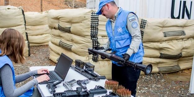 Terör örgütü silahları böyle teslim etti!