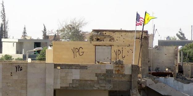 Terör yuvasındaki o bayrak yerinde duruyor!