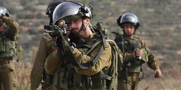 Terörist İsrail güçleri, Filistinlilerin evlerini bastı! 1'i yaşlı 7 Filistinli gözaltına alındı