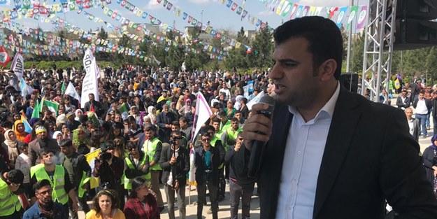 Teröristbaşı Abdullah Öcalan'ın HDP'li vekil yeğeni Saadet'e oy istedi!