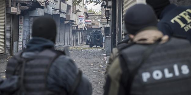 Teröristler 200 metrekarelik alanda sıkıştırıldı