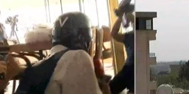 Teröristler gazetecilere saldırdı! Yaralılar var