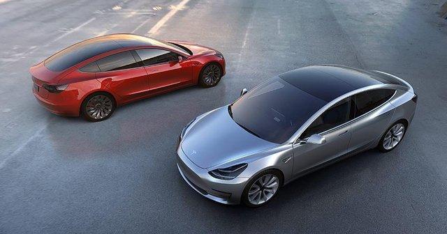 Tesla yeni bataryasıyla Ferrari ve Porsche'a rakip