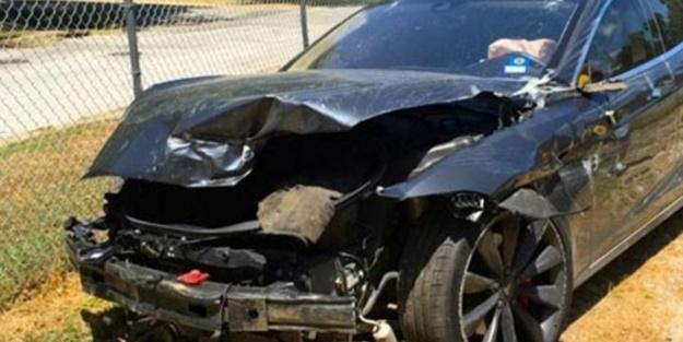 Tesla'nın otopilotu kaza yaptı
