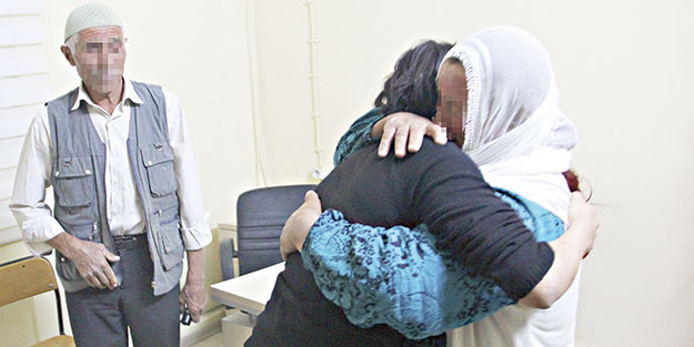 Teslim olan günlükçü terörist ailesiyle buluştu