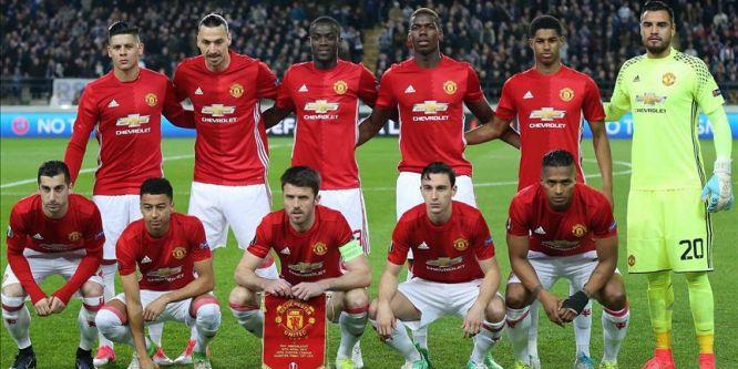 Manchester United ne yeniliyor ne de yeniyor