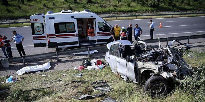 Düzce TEM'de trafik kazası: 4 ölü, 1 yaralı