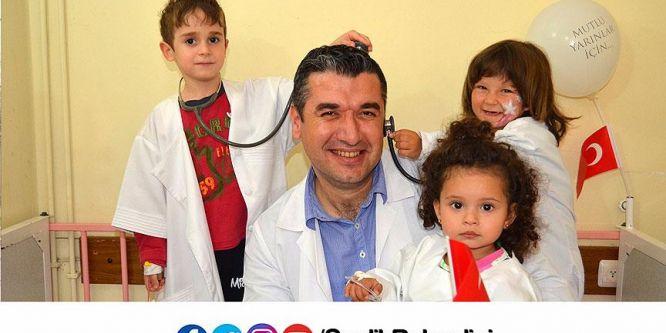 Hasta çocuklar 23 Nisan'da sağlık çalışanı oldu