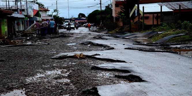 TİKA Kosta Rika'da kasırganın yaralarını sarıyor