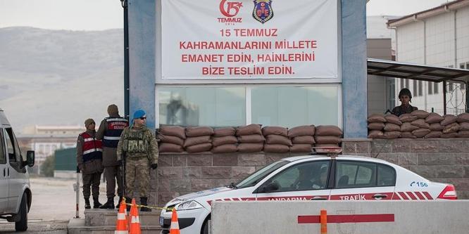 Sivilleri vuran yarbay ambulansları engellemiş
