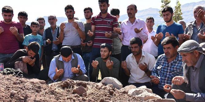 Teröristlerce öldürülen çobanın cenazesi toprağa verildi