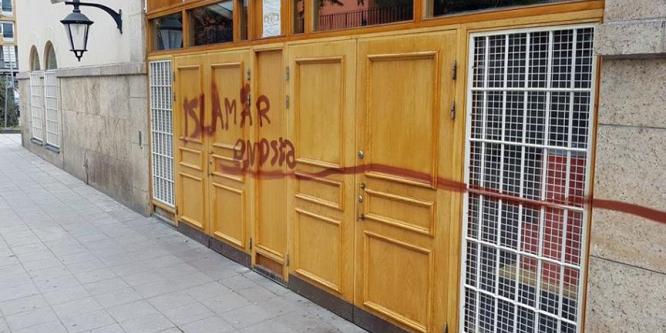 Batı'daki İslamofibinin arkasında ırkçılık var