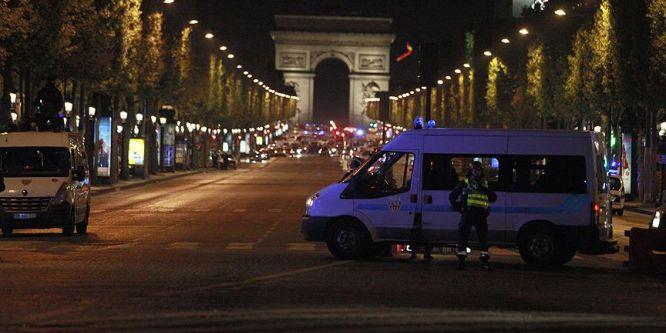 Paris saldırısıyla ilgili aranan bir şüpheli teslim oldu