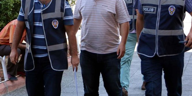 Manisa'da FETÖ/PDY operasyonu: 3 gözaltı