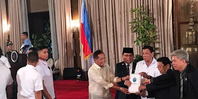 Filipinler'de Bangsamoro Temel Yasası Tasarısı hükümete sunuldu