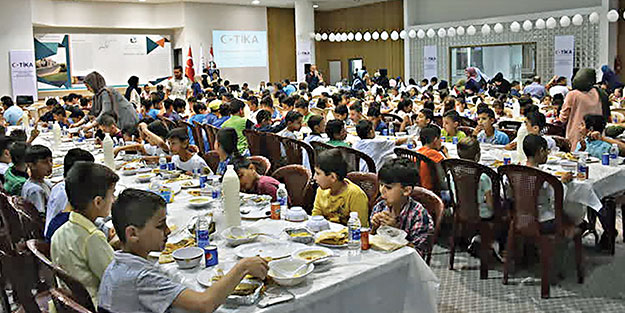 TİKA'dan Lübnan'da yetimlere iftar