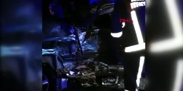 TIR otomobile çarptı 2 ölü, 1 ağır yaralı