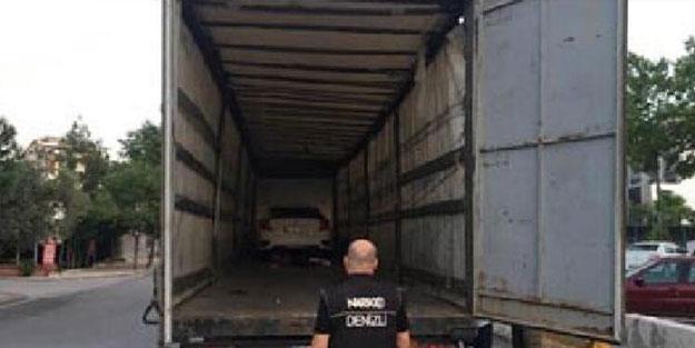 TIR'ın dorsesindeki araçtan çıkanlar polisi harekete geçirdi