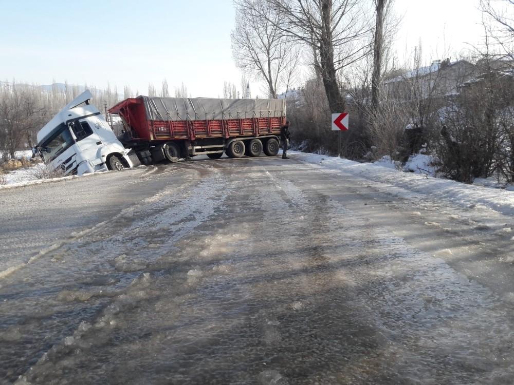 Tokat'ta buzlanma kazalara neden oldu