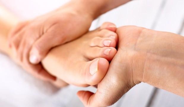 Topuklarınızdaki ağrı ve iğne batması hissi...   Gün boyu ayakta olanlar dikkat!