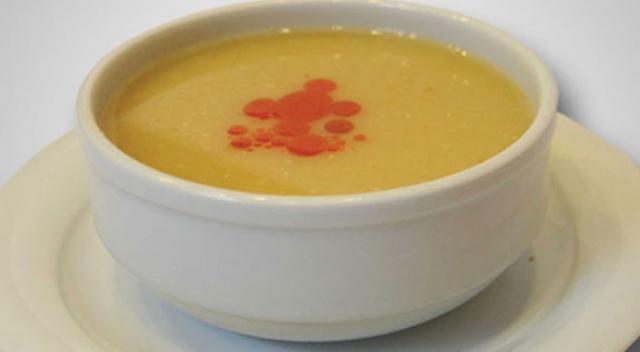 Trabzon'da 'aç' olduğunu söyleyen kişiye çorba ısmarladı, kredi kartını çaldırdı