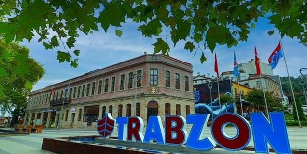 Trabzon'da fırtına, zor anlar yaşattı