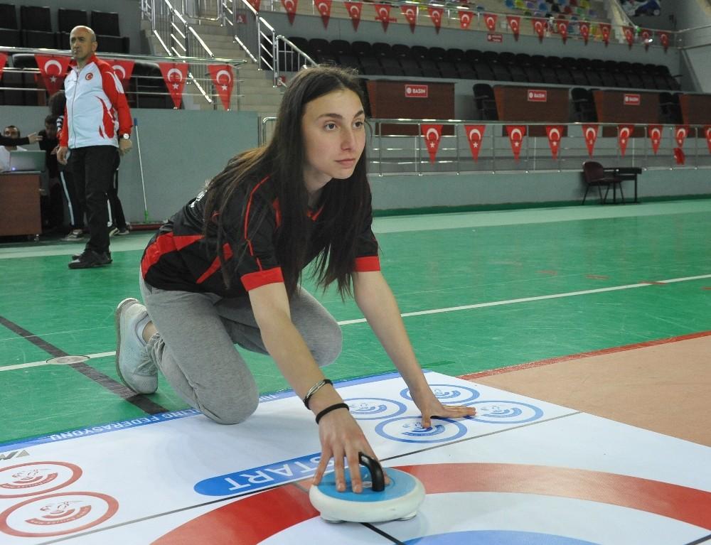 Trabzon'da Floor Curling sporuna ilgi artıyor