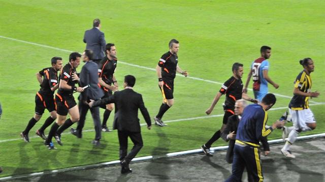 Trabzonspor- Fenerbahçe maçı tatil edildi