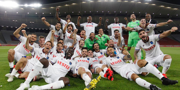 Trabzonspor Türkiye Kupası'nı müzesine götürdü
