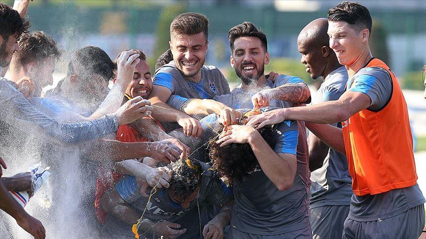 Trabzonspor'da neşeli kutlama
