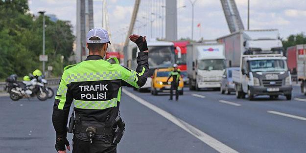 Trafik polislerinden İstanbul'da sıkı denetim! Bin 191 şoföre ceza kesildi