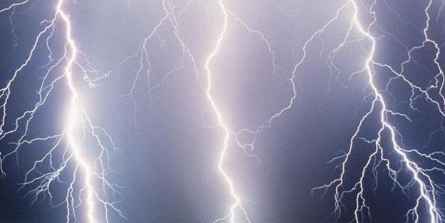 Trafoya düşen yıldırım ilçeyi ve 26 köyü elektriksiz bıraktı!