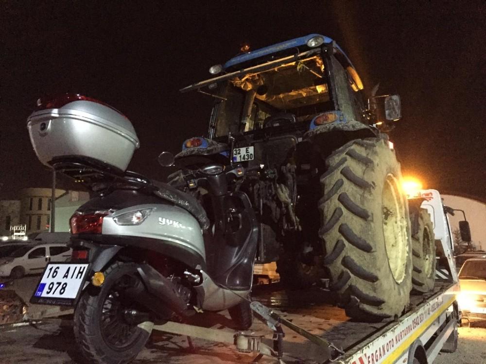 Traktörden dökülen yağ kazaya yol açtı...